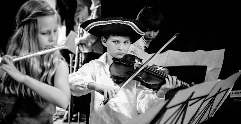 Accademia musicale Lizard Macerata bambino che suona