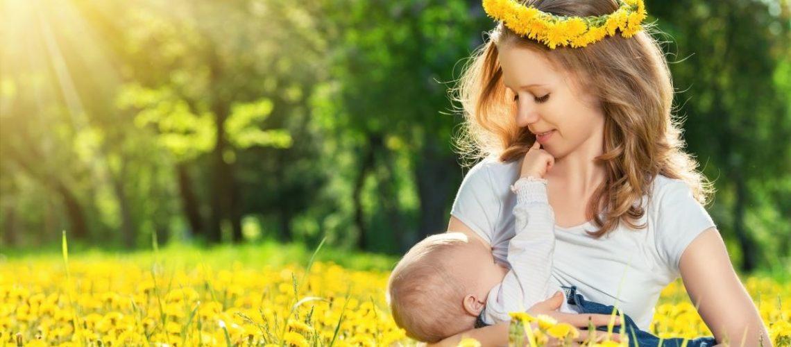 allattamento madre con bimbo