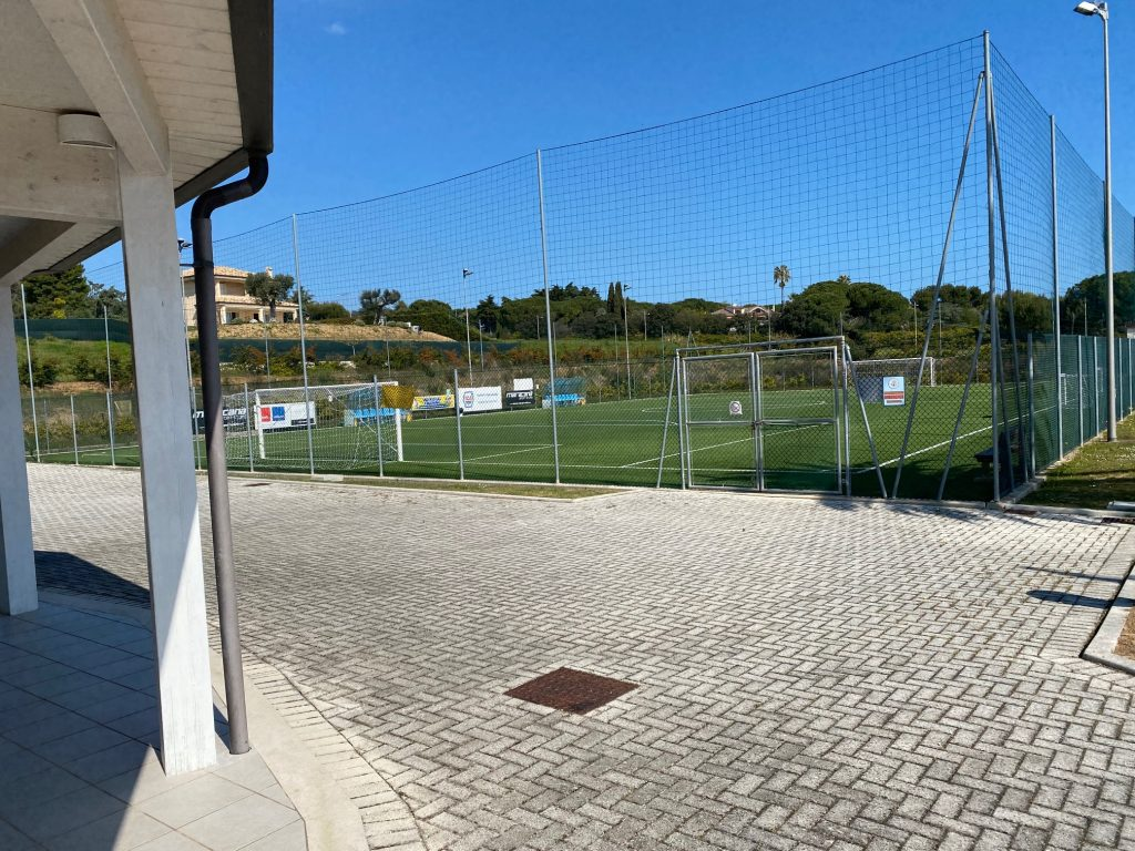 uno dei campi da calcetto del centro sportivo anthropos