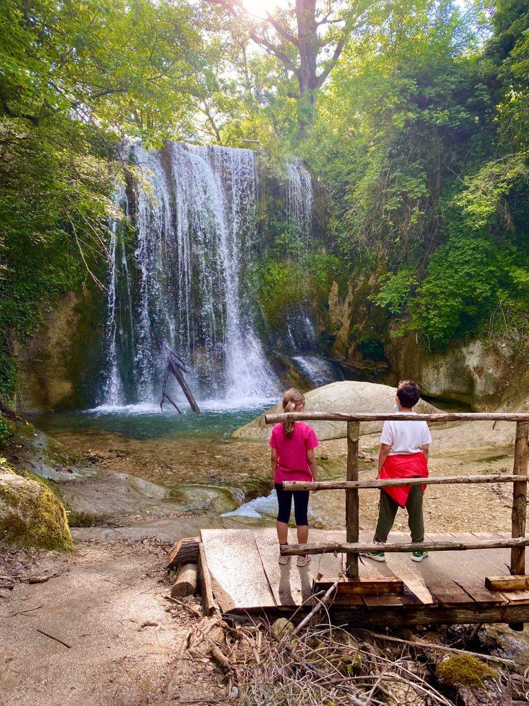 CAscata de Lu Vagnatò, seconda tappa della via delle Cascate perdute a Sarnano